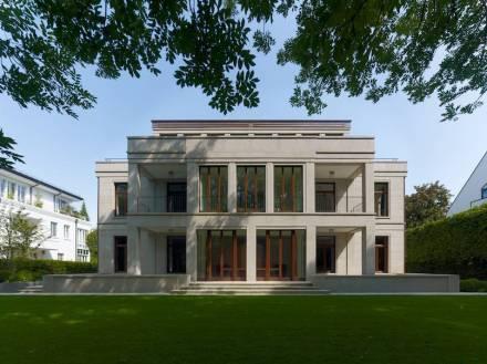 Petra und Paul Kahlfeldt Architekten: un edificio residenziale e commerciale a Monaco. Foto: DNV