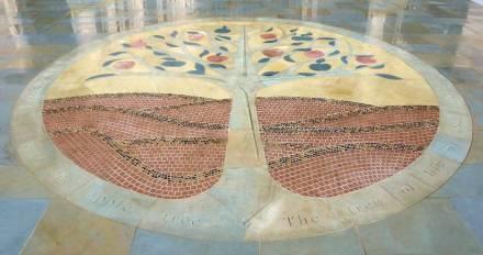 "Mosaico de rochas ornamentais ""Jesus Christ the Apple Tree""."