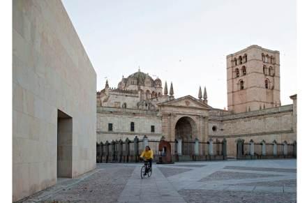 La piedra es la misma con la que se construyó la cercana catedral y muchos otros edificios históricos de esta ciudad de 60.000 habitantes.