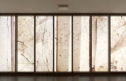 Aus seinen Fotos wurden die Motive ausgewählt, die nun, mit einem speziellen Verfahren auf das Glas aufgebracht, die Fassade der Bibliothek zieren.
