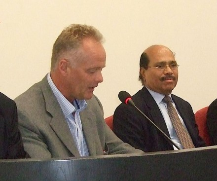 The newly elected President of Wonasa, John-Petter Gundersen (left), and his predecessor, R. Veeramani. A photo of the founding meeting 2010.