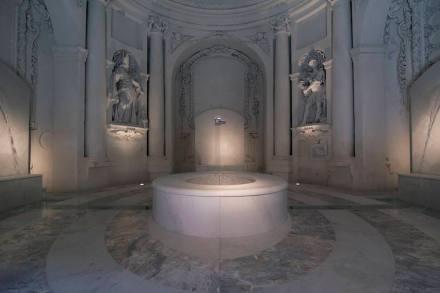 """Philippe Daverio, Jacopo Muzio, Henraux: """"El Baño Imaginario""""."""