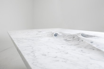 "Zaha Hadid für Citco: ""Moon Table"", Marmor Bianco Carrara. Foto: Franco Chimenti"