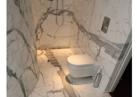 Unsere Fotos zeigen ein privates Badezimmer in einer noblen Wohngegend in Stockholm.