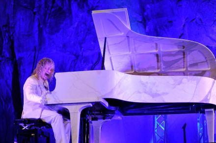 """David Bryan di Bon Jovi e il """"M-Piano"""". Foto: Maja Galli"""
