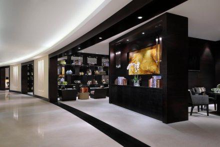 Nossas fotos mostram partes do hall de entrada, do lounge executivo... Foto: Levantina