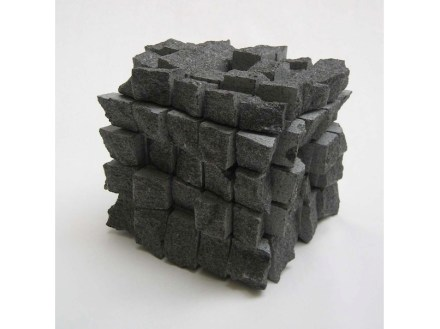 Gerhard Trieb: Paisajes cúbicos en al superficie de la piedra natural.