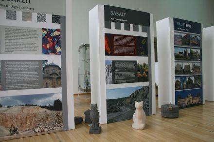 """""""Steine in der Stadt - Aus Rheinland-Pfalz nach Berlin"""" heißt die Ausstellung in der Landesvertretung."""