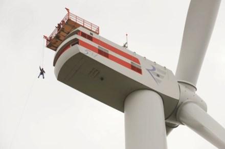 Entrenamiento de rápel para emergencias en una turbina. Foto: Stiftung Offshore Windenergie / Jan Oelker