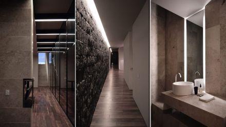 El material de las paredes del baño es travertino.