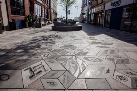 Isle of Man: La nuova creazione della pavimentazione stradale nella capitale Douglas è stata premiata con uno dei premi della federazione inglese Natural Stone Federation.