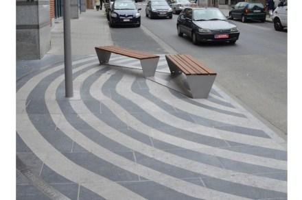 Alcune di queste zone relax sono state create in modo originale: alcuni cerchi si sviluppano nella pavimentazione altrimenti rettilinea.
