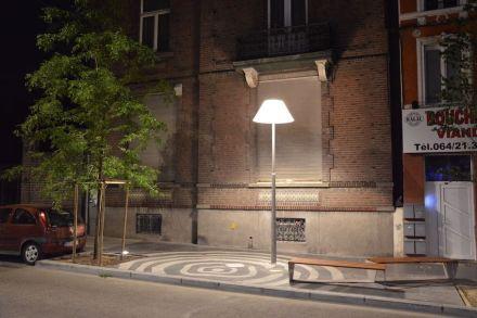 """A iluminação é especialmente marcante nos """"Salões"""": ali as luminárias estão colocadas de modo a lembrar lâmpadas de cabeceira ou abajures de leitura."""