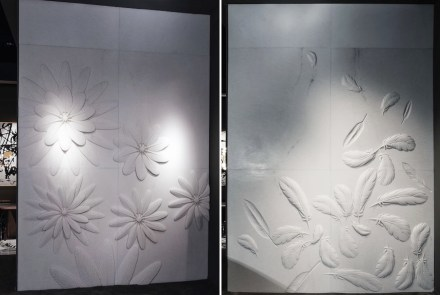 "Citco-Privé: ""Plume"" (links). Product: marble wall. Measures: 250x300h cm. Material: marble Pure White; ""Plumage"": marble wall. Measures: 250x300h cm. Material: marble Pure White."