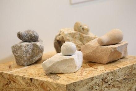 """Anche il design dei prodotti con le pietre naturali è un settore in crescita. In questo contesto vogliamo indicare un concorso per studenti, organizzato dalla rivista polacca Nowy Kamieniarz insieme alla fiera """"Stone"""" di Poznan e con il supporto di NürnbergMesse."""