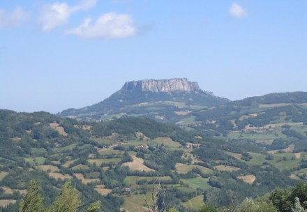 The Pietra di Bismantova. Photo: Oldangia / Wikimedia Commons