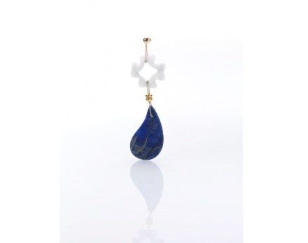 Earring in white Carrara Marble and sodalite.