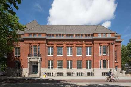 Erick van Egeraat: Erasmus University College, Rotterdam.