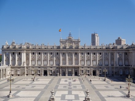 "The Royal Palace in Madrid is one of the many buildings worldwide clad with the Spanish granite ""Berroqueña Stone"". Photo: Superchilum / Wikimedia Commons"