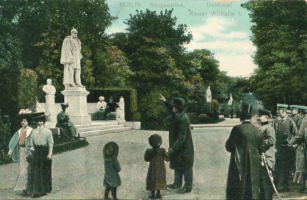 In der Berliner Siegesallee, Foto um 1901. Archiv des Stadtgeschichtlichen Museums Spandau
