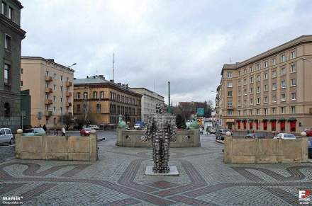 Der Golem, Arbeit des Bildhauers David Černý, Poznan. Foto: mamik / Wikimedia Commons