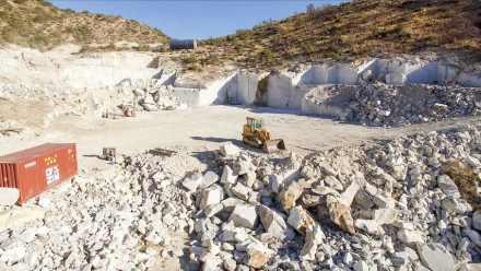 Arizona Marble: Middle Quarry.