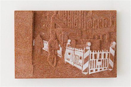 """Rosa Brunner: """"Bauzaun"""" (valla), cinco piezas de 20 x 30 cm cada una, piedra arenisca."""