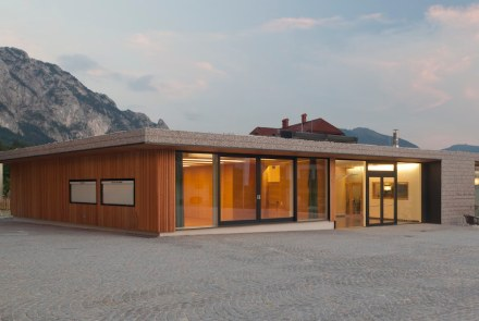 Otro de los premios especiales fue para sps Architekten, por la construcción de los edificios del centro municipal y de los bomberos de Steinbach. En la fachada se han utilizado gaviones.