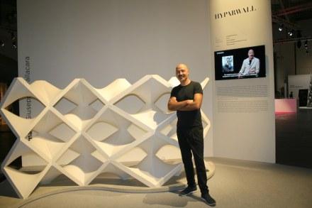 """Giuseppe Fallacara präsentierte """"Hyparwall"""" auf der Marmomacc 2016 im Rahmen der Schau """"New Marble Generation""""."""