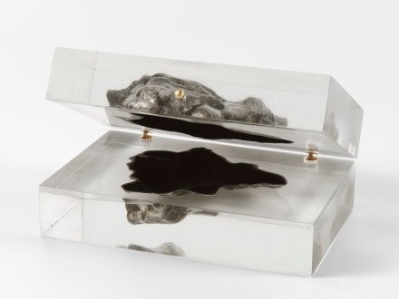 """Merely decorative: """"Sideroid Azimuth"""": a 3D-reproduction of an actual meteorite. The hollow facsimile is encased in plexiglass resin and can be opened like a jewelry box."""