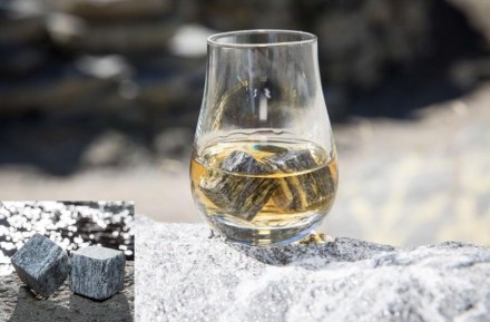 Alfredo Polti: Ice cubes made of Calanca gneiss. Photo: Alfredo Polti