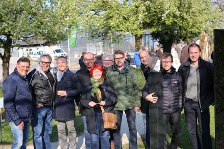 Participants at the opening on a cool April day 2017 (from left to right) Thomas Pilsl, Wolfgang Gollner, Norbert Kienesberger, Bernhard Baumgartner, Ernestine Lehrer, Stephan Pointner, Michael Gruber, Erich Trummer, Dr. Arnold Reinthaler and Helmut Moser. Not included in the photo: Ortrun Skala, Raimund Fuchs, Rudi Wienerroither and Hans Paar. Note the skull with cap. It was a very cold day in Austria.