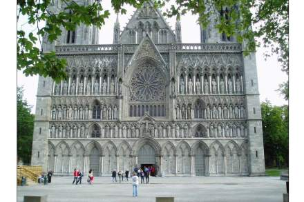 Nidaros Cathedral, Trondheim. Photo: stevecadman / Wikimedia Commons
