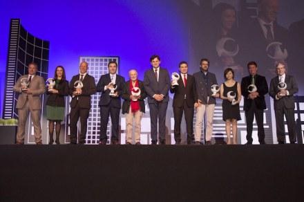 Award-winners of the Premios Macael 2017. AEMA-Präsident Antonio Sánchez (center, 6th from left).