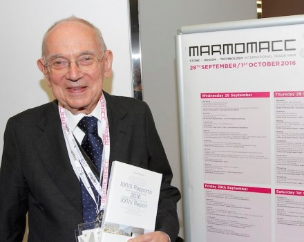 Flashback: the photo from Marmomac 2016 shows Dr. Carlo Montani with the edition nr XXVII of his book which is on offer at the publisher's webpage. Photo: Ennevi / Veronafiere