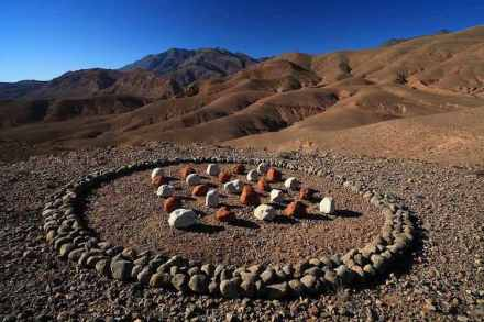 Hama Lohrmann: Steine und Erdpigmente. Marokko 2017.