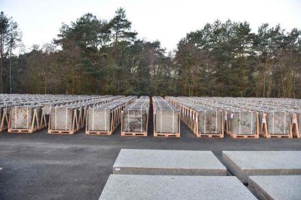 Außenlager mit Natursteinplatten der Neuen Nationalgalerie aus Striegauer Granit. Foto: BBR/ Fotograf Thomas Bruns