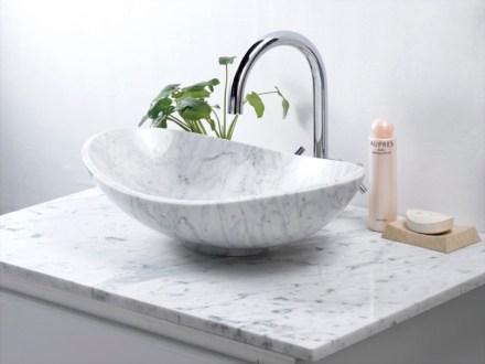 Inzwischen sind zahlreiche chinesische Firmen mit unspektakulären Produkten zu vernünftigen Preisen auf dem Markt. Das Foto zeigt ein Waschbecken der Firma Jinjiang Huabao Stone, das über Baumärkte vertrieben wird.