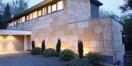 Sandstein von Picard an einem Privathaus in der Pfalz.