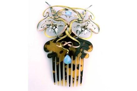 Art Nouveau Comb. Photo: Donald Woodrow