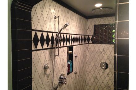 CID-Awards: Installation category, Residential Stone. Project: Black & White Marble Bathroom. Installer: Columbia River Tile & Stone, Inc. Location: Portland, OR.
