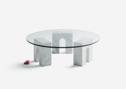 "Aparentment Disseny: ""Triumph-Table""."