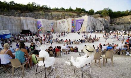 La Karrière: Culture in the former limestone quarry. Photo: La Karrière