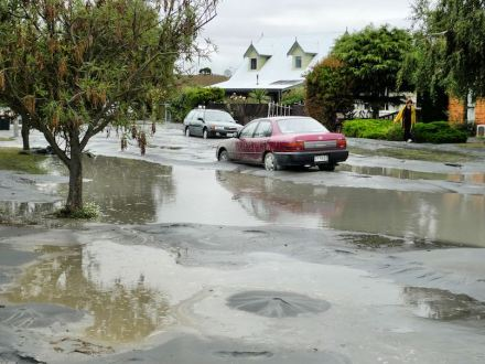 Example of an extensive liquefaction during one of the earthquakes in Christchurch 2011. Source: Martin Luff / Wikimedia Commons