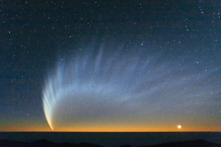 Comet McNaught over the Pacific Ocean. Image taken from Paranal Observatory in January 2007. Source: ESO/Sebastian Deiries