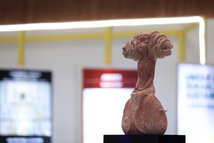 Design: Wang Xiangrong. Company: Fujian Dingli Stone Carving Art.