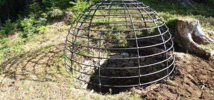 Die Wolfsgrube bei Gaimberg in Südtirol wurde von dem Verein Die Bichlböllerer erneuert und gesichert.