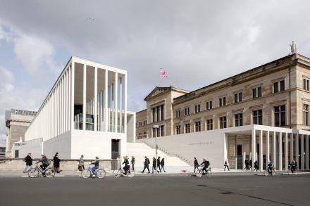 Die James-Simon-Galerie mit der Freitreppe. Foto: Ute Zscharnt für David Chipperfield Architects