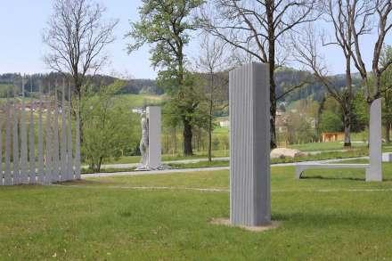 """Blick in den Parcours von """"Eine Million Gramm Granit""""."""