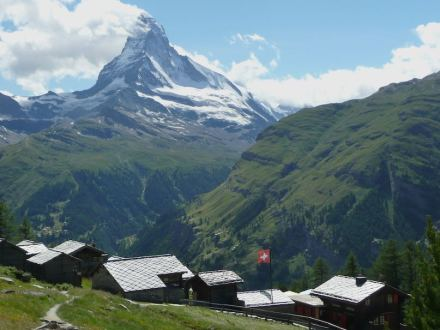 """The Matterhron with Tuftern hamlet in the foreground. Photo: Wandervogel / <a href=""""https://commons.wikimedia.org/""""target=""""_blank"""">Wikimedia Commons</a>"""